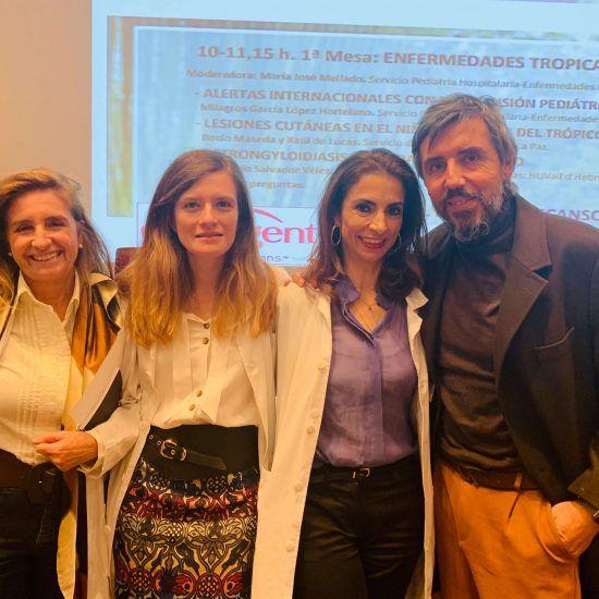 Yo junto a la Dra. Pepa Mellado, Jefa de Servicio de Pediatría; la Dra. Pilar Tirado, adjunto de Neurología y Dr. Raúl de Lucas, Jefe de Sección de Dermatología pediátrica.