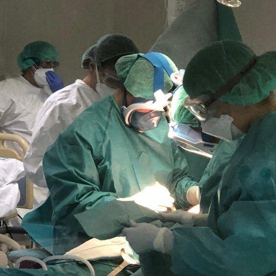 Equipo de Protección Personal (EPI) durante la pandemia de COVID-19 y atención en partos y cesáreas